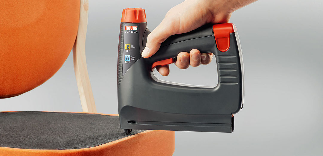 battery powered staple gun with battery